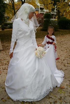 robe de mariée duchesse avec accesoires - idéal soeurs en hijab ...